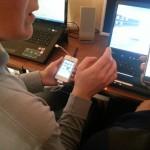 Karen donnant cours sur Iphone